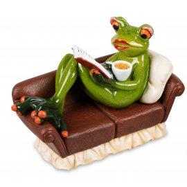Frosch Frau mit Buch und Kaffee auf Coach