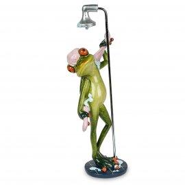 Frosch in Dusche mit Handtuch