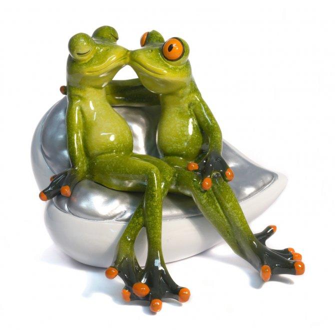Frosch Paar auf Sofa