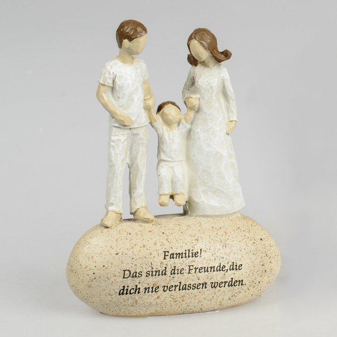Figur auf Stein mit Spruch Familie