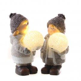 Winterkind mit LED-Kugel creme/grau